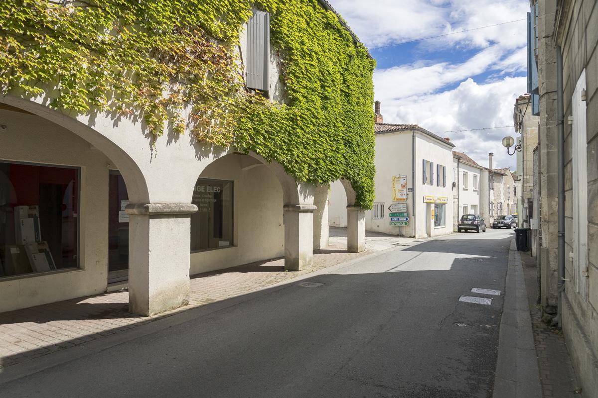 Centre ville de Chaniers (17)