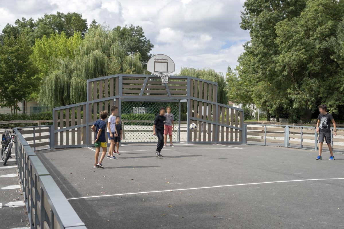 Terrain de basket - foot à Chaniers (17)