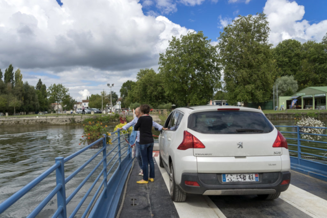 Bac de Chaniers (17) - traversée de la Charente