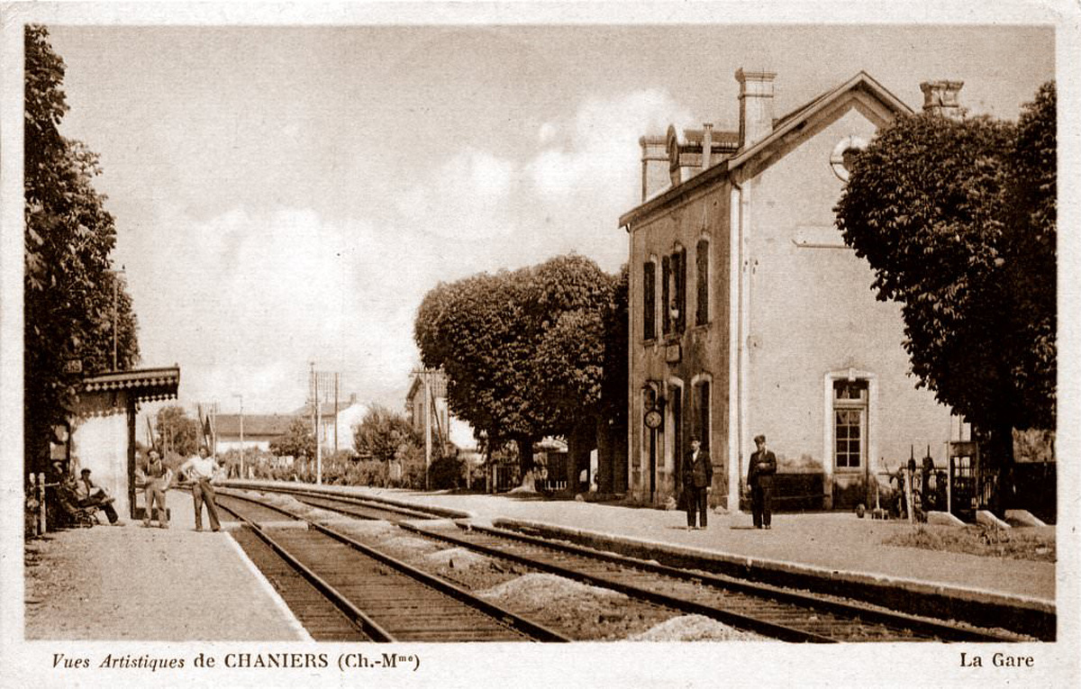 Ancienne carte postale Chaniers - La gare