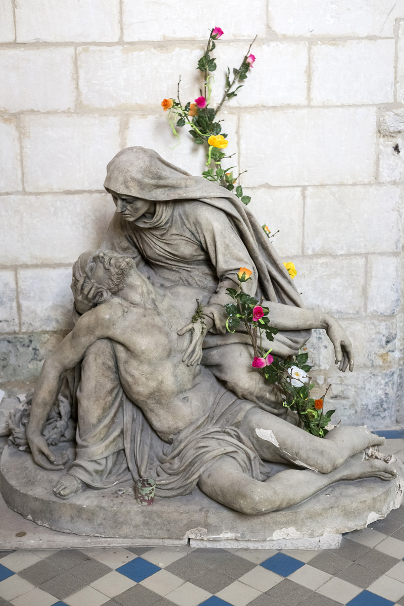 Eglise Saint Pierre à Chaniers (17), sculpture la Pièta